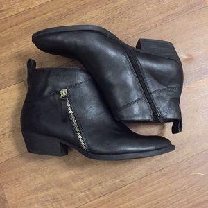 Black 8.5 Nine West ankle boots